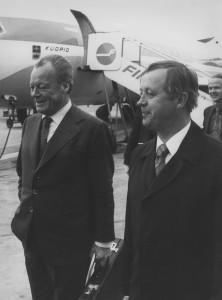 Willy Brandt SDP:n vieraana heinäkuussa 1977. Willy Brandt ja SDP:n puheenjohtaja ja pääministeri Kalevi Sorsa lentokentällä