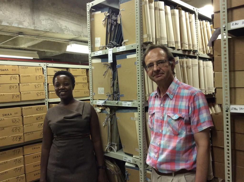 Arkistomakasiinit näyttivät Namibiassa kotoisilta. Ystävälliset kollegat kertoivat erityisongelmistaan kuten kuumuudesta tutkijasalissa ja makasiineissa, kun ilmastointilaitteet olivat usein rikki. Suurin toive oli saada atk-tukihenkilö ja viedä luettelot ja digitoidut aineistot nettiin.