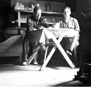 H_Stigzelius ja Juhani Jomppanen Kultalassa 1953 V210-392