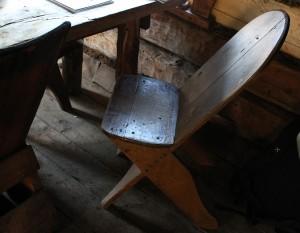 Toinen kultalan tuoli Pahaojan poydan aaressa